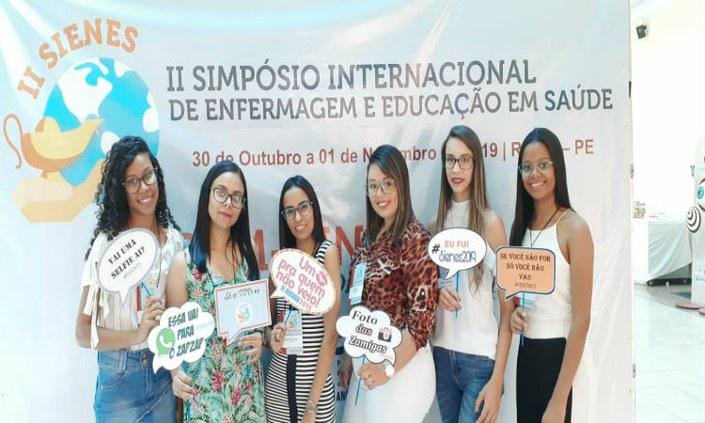 Alunas do técnico em Enfermagem participam de simpósio internacional