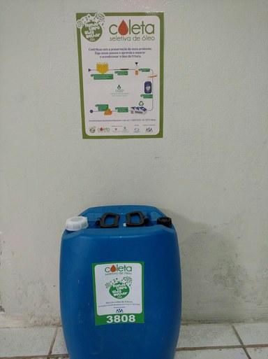 Ponto foi instalado para que a comunidade acadêmica contribua com o descarte correto do óleo de cozinhaFoto: José Mario/ CLOG