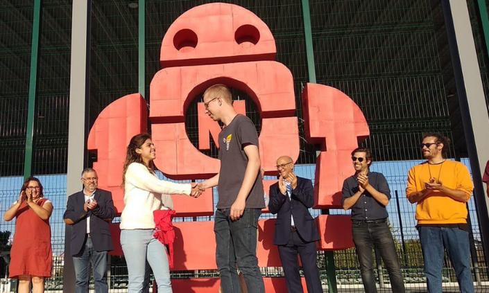 Aluna de Engenharia recebe prêmio em Portugal