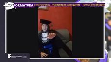 Imagem de Letícia Silva, no momento em que faz o juramento.