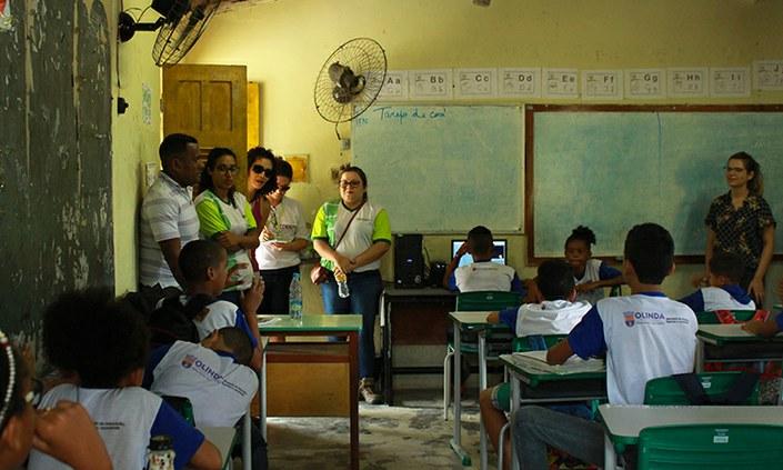 Servidores e estudantes realizam expedição por comunidades de Olinda