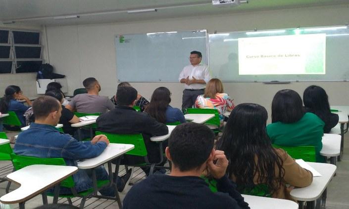 Campus Pesqueira oferta Curso Básico de Libras