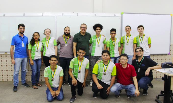 Discentes recebem medalhas por competição internacional de Matemática