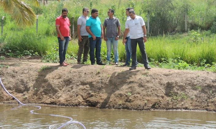 Agricultores participam de curso de produção de peixe e camarão
