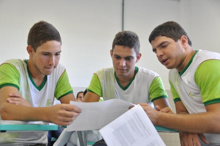 Estudantes em aula.JPG