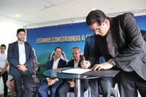 Assinatura da ordem de serviço do Campus Jaboatão
